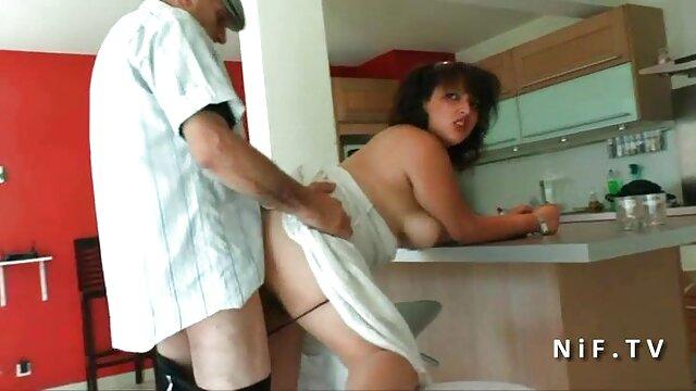 XXX sem registo  Uma filmes eroticos femininos Russa magricela masturba-se.